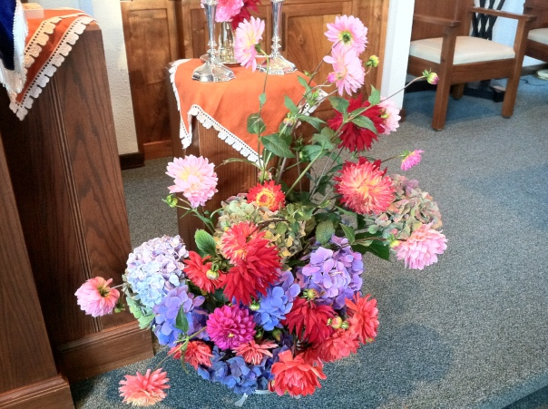 Rosh Hashanah Flowers arranged by Nicole for Temple Beth El