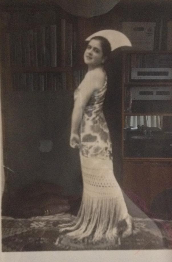 Perla Posing