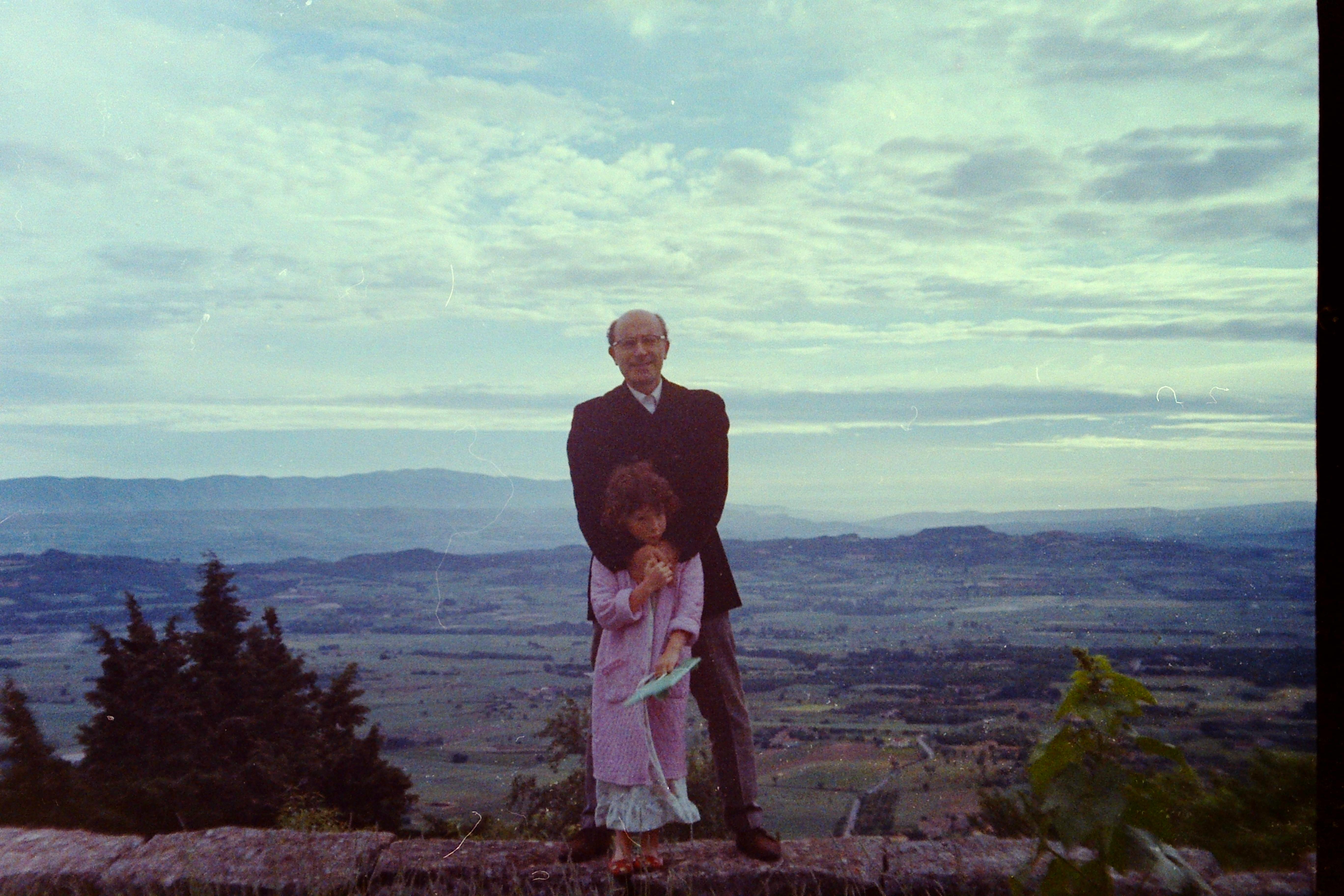 Nicole pink robe & Papa Gordes